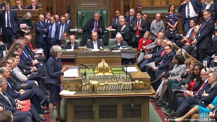 """El Gobierno británico delibera sobre el borrador del acuerdo del """"brexit"""""""