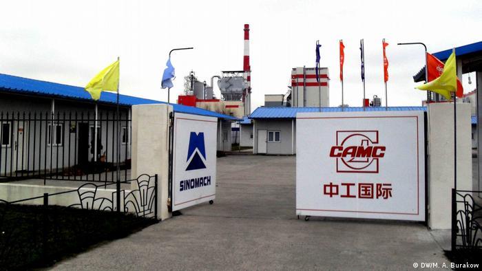 Китайские рабочие в полном составе покинули завод беленой целлюлозы в Солигорске