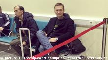 Nawlny am Dienstag auf dem Moskauer Flughafen (picture-alliance/dpa/Anti-corruption Foundation Press Service)