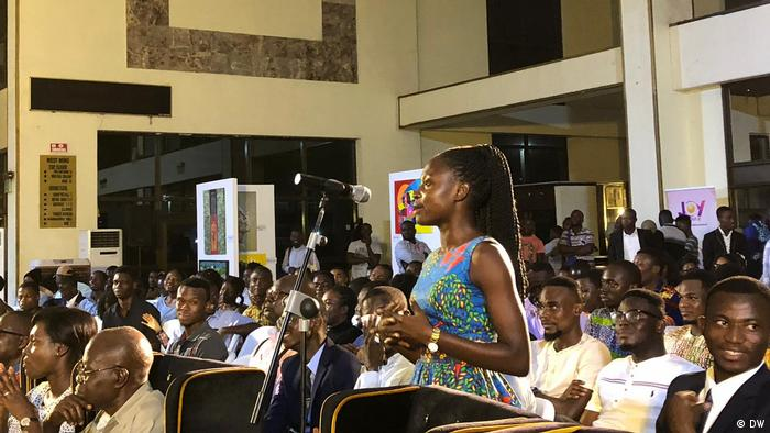 A young woman standing up to speak at a DW 77 Percent debate in Accra (DW)