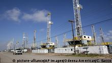 FILE - In this May 18, 2015, file photo, more than 30 oil drilling rigs stood idle in Odessa, Texas. Ken Medlock, director of an energy-studies program at Rice University in Houston, says an assessment Tuesday, Nov. 15, 2016 by the U.S. Geological Survey that the Wolfcamp Shale in the Midland-Odessa region could yield 20 billion barrels of oil is another sign that the revival of the Permian Basin is going to last a couple of decades. (Courtney Sacco/Odessa American via AP, File) |