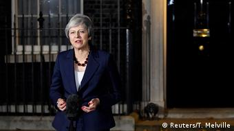 Theresa May anlaşmaya kabinenin onay vermesinin ardından gazetecilere açıklama yaptı