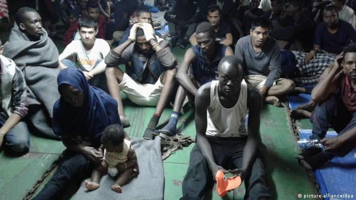 African migrants on a container ship in Misrata, Libya (picture-alliance/dpa)