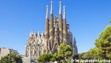 La Sagrada Familia church front view, designed by Antoni Gaudi, UNESCO World Heritage Site, Barcelona, Catalonia (Catalunya), Spain, Europe PUBLICATIONxINxGERxSUIxAUTxONLY Copyright: NealexClark 698-3167