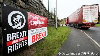 Πλακάτ διαμαρτυρίας κατά του Brexit στη Β.Ιρλανδία