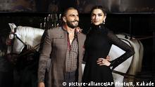 Indien Bollywood Deepika Padukone und Ranveer Singh (picture-alliance/AP Photo/R. Kakade)