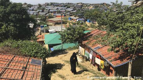Bangladesh - A Rohingya refugee in the Jamtoli refugee camp in Bangladesh (picture-alliance/AP Photo/D. Yasin)