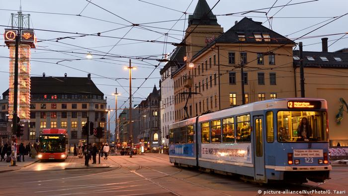 Oslo - Stadtzentrum mit Tram (picture-alliance/NurPhoto/G. Yaari)