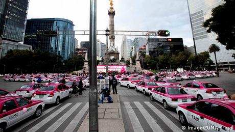 Mexico City's famous pink taxis (Imago/ZUMA Press)