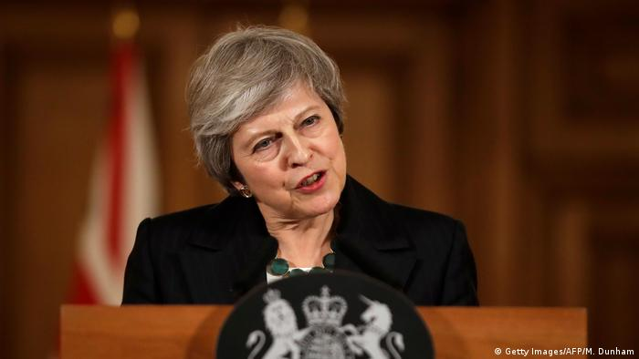 Theresa May defends draft Brexit deal amid conservative outcry
