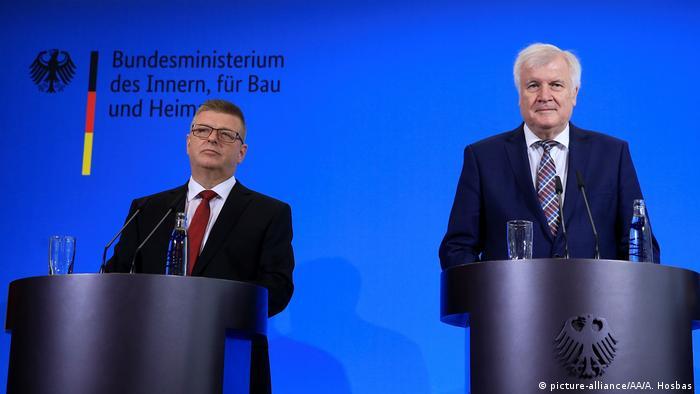 Deutschland PK Verfassungsschutz Präsident Thomas Haldenwang (picture-alliance/AA/A. Hosbas )