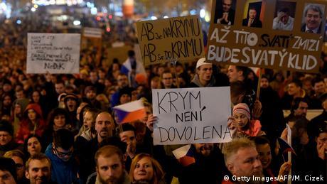 Тисячі чехів вийшли на протест проти прем'єра Бабіша