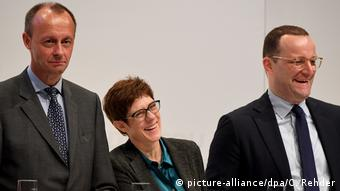 Фридрих Мерц, Аннегрет Крамп-Карренбауэр и Йенс Шпан (слева направо) на региональной партконференции в Любеке