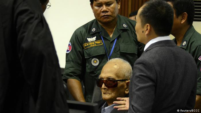 Nuon Chea with court officials and police (Reuters/ECCC)