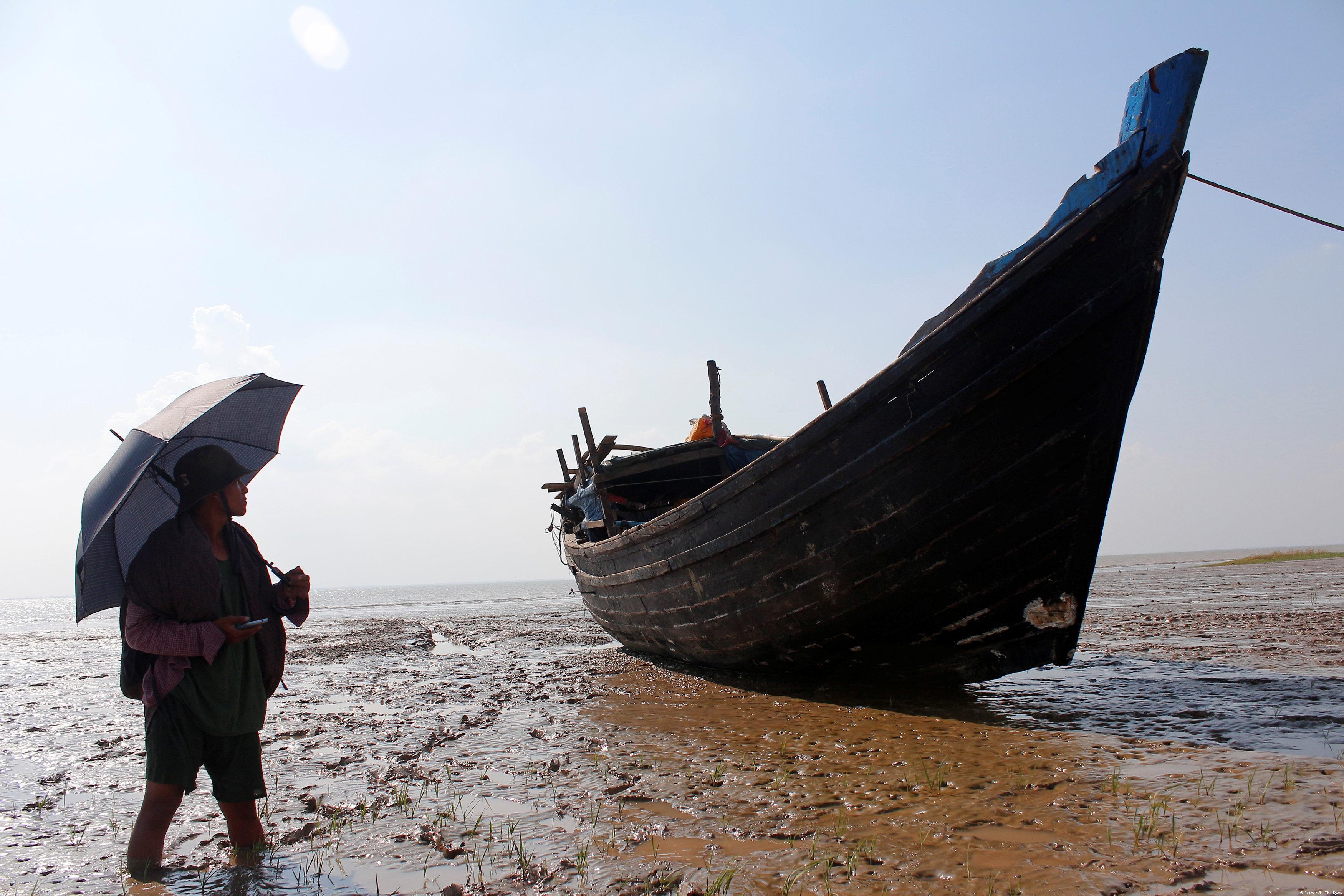 Myanmar, Yangon: Flüchtlingsboot von Rohingya Muslimen