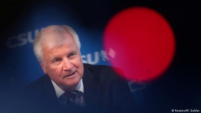 München: Innenminister Horst Seehofer auf einer PK der CSU (Reuters/M. Dalder)