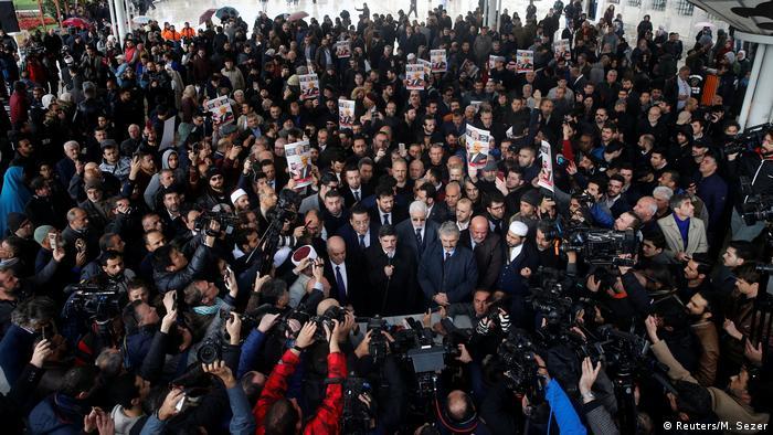 Türkei, Istanbul: Yasin Aktay spricht auf der symbolischen Beerdigung Kashoggis