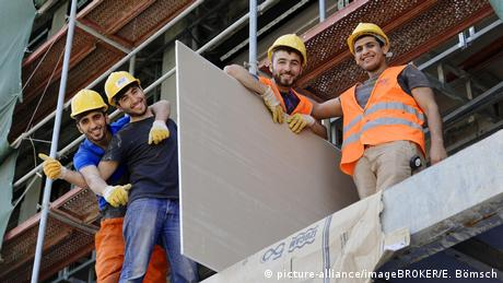 Türkei Istanbul Bauarbeiter auf einem Gerüst