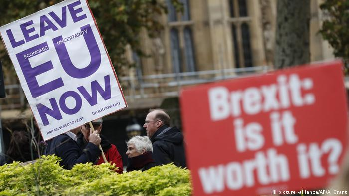 Brexit protesters in London (picture -alliance/AP/A. Grant)