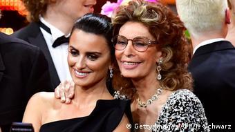 Deutschland Bambi Verleihung 2018 Penelope Cruz und Sophia Loren (Getty Images/AFP/T. Schwarz)