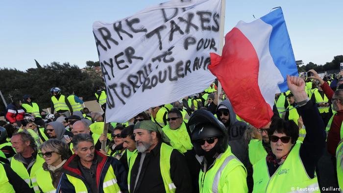 Люди в желтых жилетах протестуют во Франции