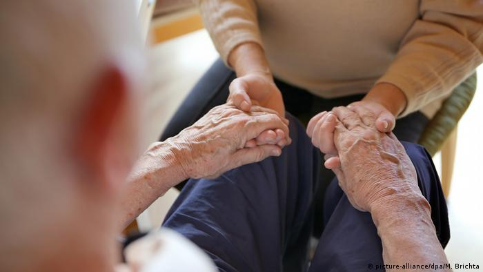 Спрос на специалистов по уходу за пожилыми людьми по-прежнему высок