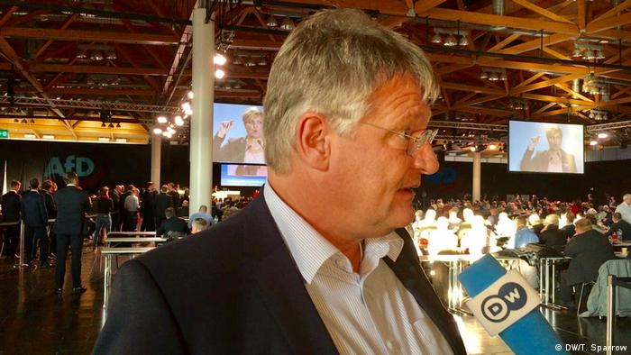 Jörg Meuthen speaking into a DW microphone
