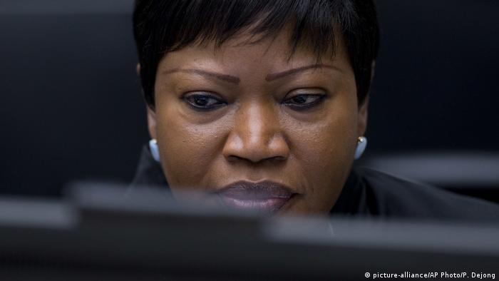 Niederlande Chefanklägerin beim Internationalen Strafgerichtshof in Den Haag | Fatou Bensouda (picture-alliance/AP Photo/P. Dejong)