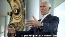 Papua-Neuguinea Mike Pence bei der APEC Konferenz (picture-alliance/AP Photo/M. Schiefelbein)
