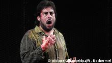 Marcelo Alvarez steht am 02.04.2017 bei der Hauptprobe der Oper Tosca von Puccini im Festspielhaus in Baden-Baden (Baden-Württemberg) als Cavaradossi auf der Bühne. Premiere der Oper bei den diesjährigen Osterfestspielen ist am 07.04.2017. Foto: Winfried Rothermel/dpa +++(c) dpa - Bildfunk+++ | Verwendung weltweit