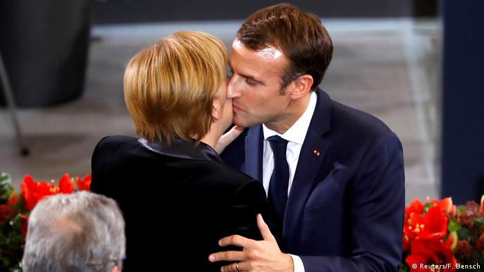 Deutschland Berlin Volkstrauertag im Bundestag   Emmanuel Macron & Angela Merkel (Reuters/F. Bensch)