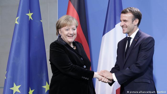 Merkel i Macron - uvijek nasmiješeni, jedno prema drugom uvijek prijateljski nastrojeni