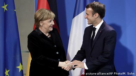 French President Emmanuel Macron and German Chancellor Angela Merkel at a joint press conference (picture-alliance/AP Photo/M. Sohn)