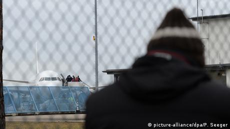 Кого, коли і за що депортують з Німеччини?