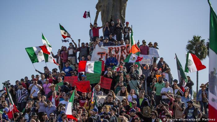 Mexiko Tijuana Proteste gegen Migranten aus Mittelamerika (picture-alliance/dpa/O. Martinez)