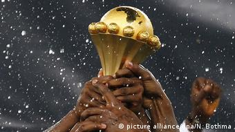 Afrika-Cup Pokal (picture alliance/dpa/N. Bothma)