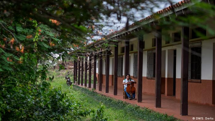 A music school in an Amazon village (DW/S. Derks)