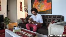 Salah Ammo, kurdischer syrischer Musiker, lebt als Flüchtling mit seiner Familie in Wien, Österreich.