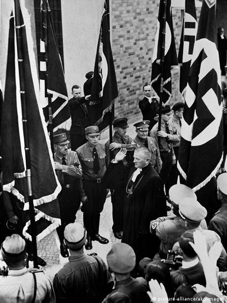 Deutsche Geschichte Nationalsozialismus | Reichsbischof Ludwig Müller (picture-alliance/akg-images)