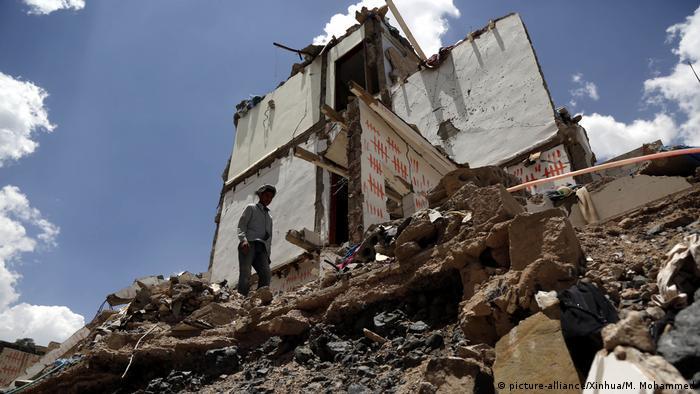 Jemen durch Luftangriffe zerstörte Häuser in Sanaa