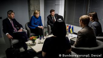 Ангела Меркель на встрече с представителями неправительственных организаций в Киеве. 1 ноября 2018 года