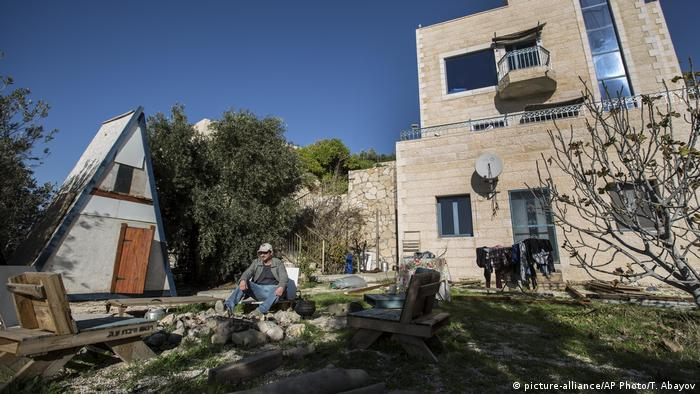 An Airbnb listed guest house in an Israeli settlement in the West Bank (picture-alliance/AP Photo/T. Abayov)