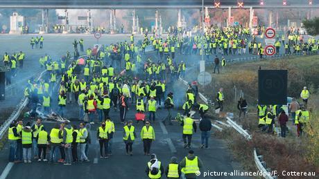 """Γαλλία: """"Κίτρινα γιλέκα"""" - ένα νέο κίνημα διαμαρτυρίας"""