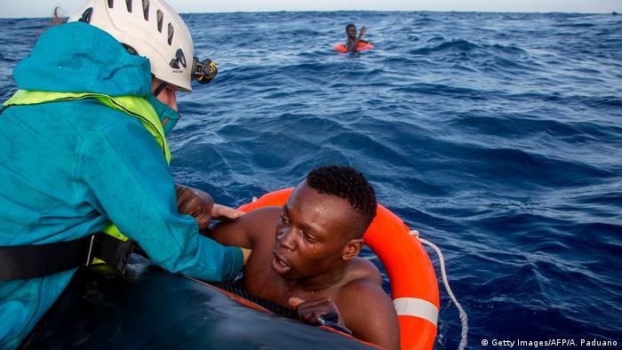 Mittelmeer Rettung Schiffbrüchiger