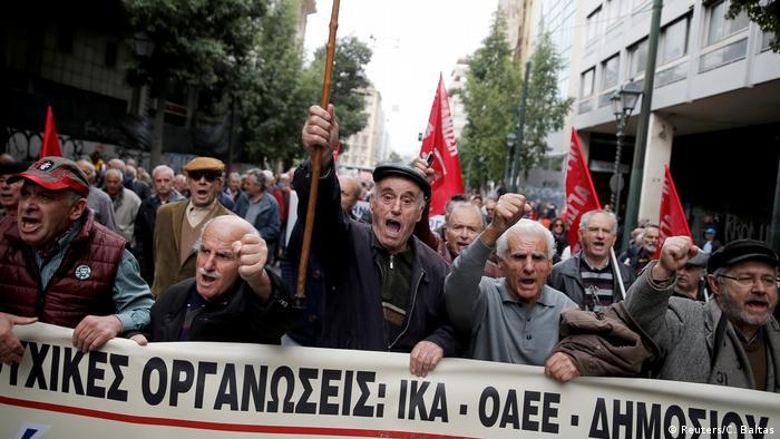Griechenland, Athen: Rentner beteiligen sich an einer Demonstration gegen Rentenkürzungen