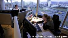 Island Frau und Männer im Büro