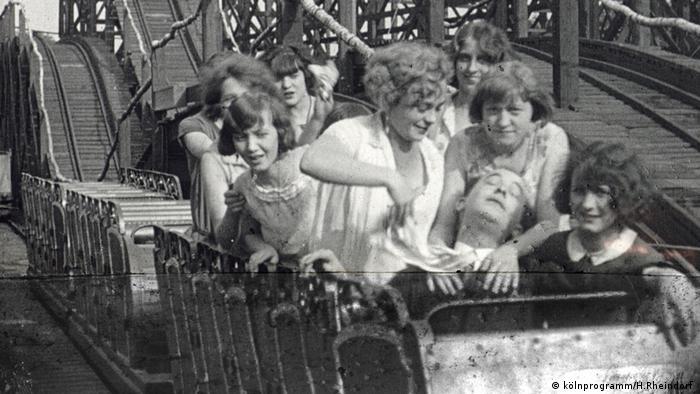 Die Gebirgsbahn im Kölner Vergnügungspark Luna Park, um 1920 (kölnprogramm/H.Rheindorf )