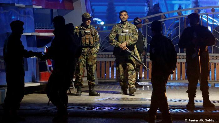 Sicherheitskräfte am Tatort