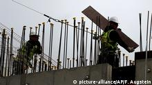Construction workers in Britain (picture-alliance/AP/F. Augstein)