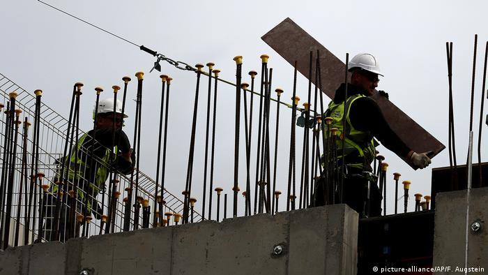 England, Symbolbild: EU- Arbeiter in Großbritannien (picture-alliance/AP/F. Augstein)